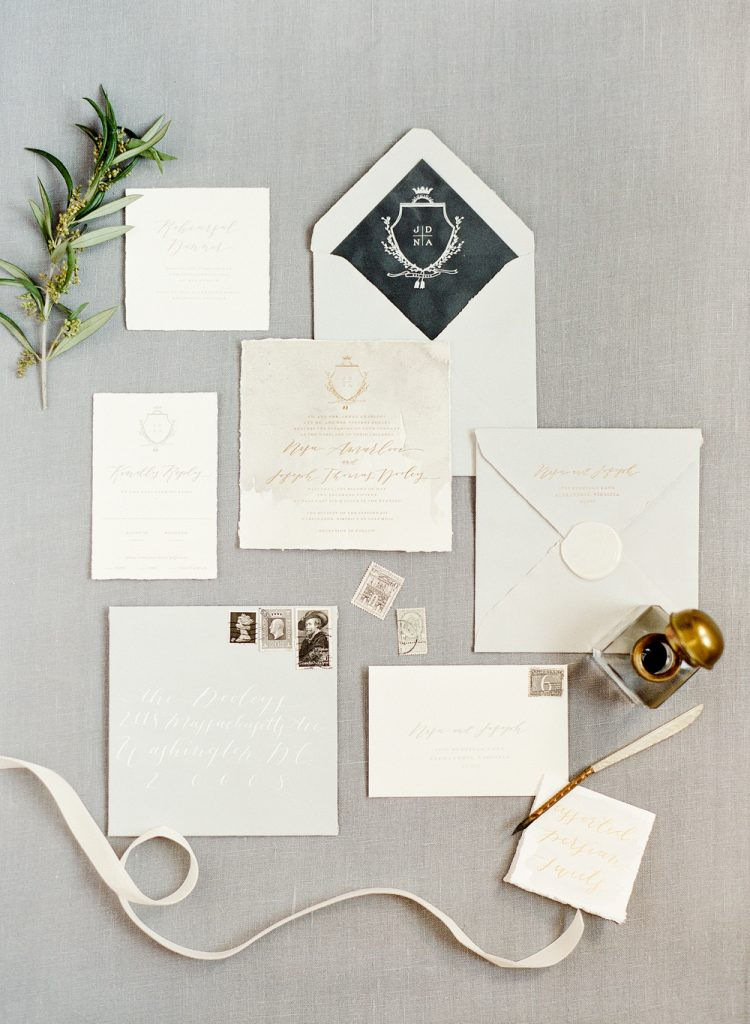 Ahh! I love these classic, elegant wedding invites.