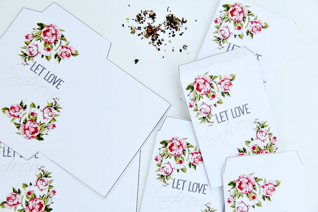 Super cute wedding favor ideas! FREE template for printable seed packets.
