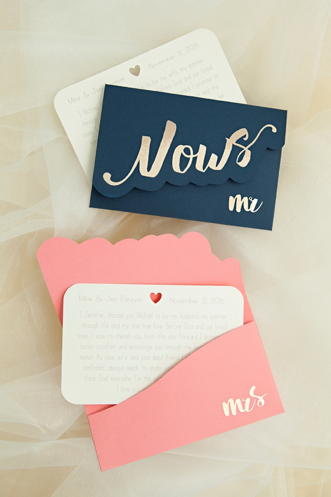 Make your own wedding vow notebooks! Free printable to DIY.