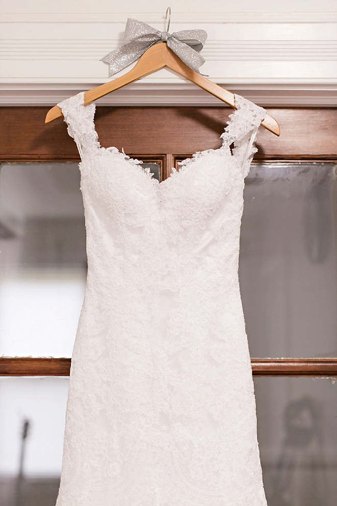 We're crushing on this Bride's stunning wedding dress!