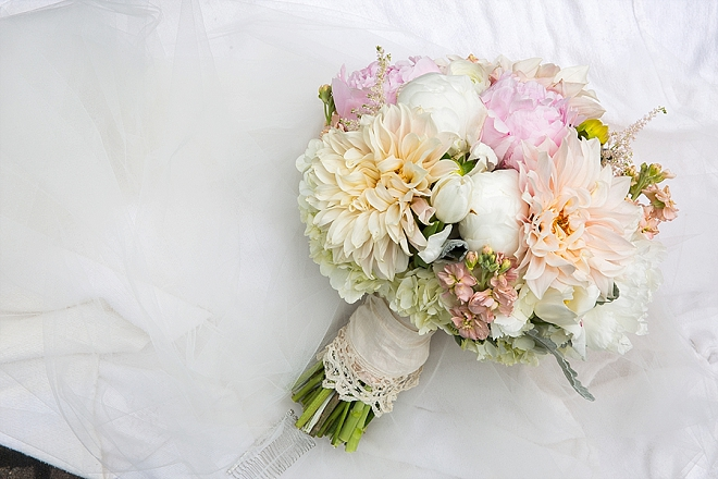 Swooning over this stunning spring bouquet!