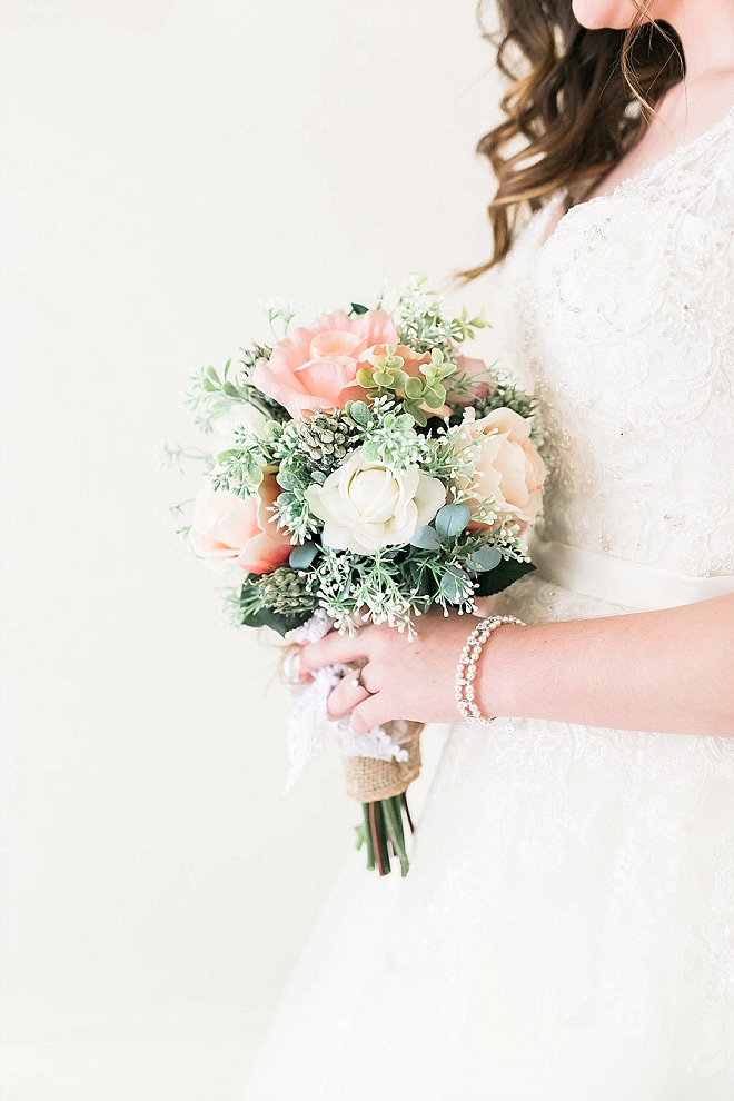 Can you believe this crafty Bride DIY'd her bouquet?! Amazingly stunning!
