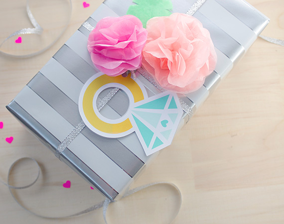 These free printable diamond ring gift tags are SO CUTE! Perfect for a wedding or bridal shower!