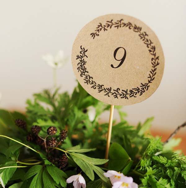 Free printable minimalist table numbers - so cute! Perfect for a wedding or a party.
