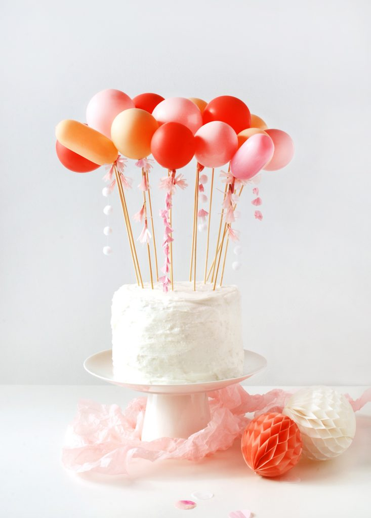 DIY balloon cake topper. SO CUTE!