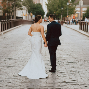 We are in LOVE with this super romantic and classy wedding on the blog now!