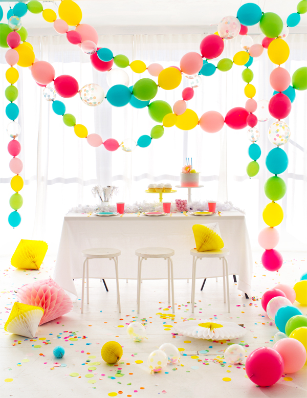 Linking garland balloons. I had no idea this was such an easy DIY!