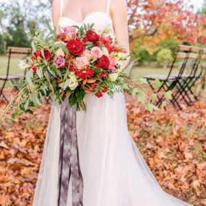 Gorgeous mix of fall and summer with this stunning bouquet and picture from Studio Impression Photography!
