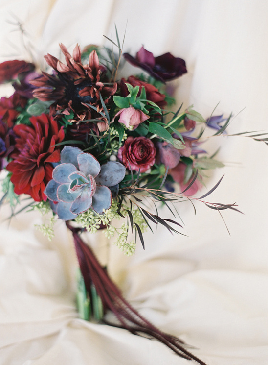 These moody, dark wedding flowers are so pretty! I love them as a non-traditional bouquet or for a fall wedding.