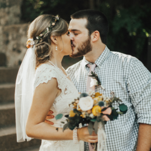We're in LOVE with this gorgeous Mr. and Mrs. and their intimate day!