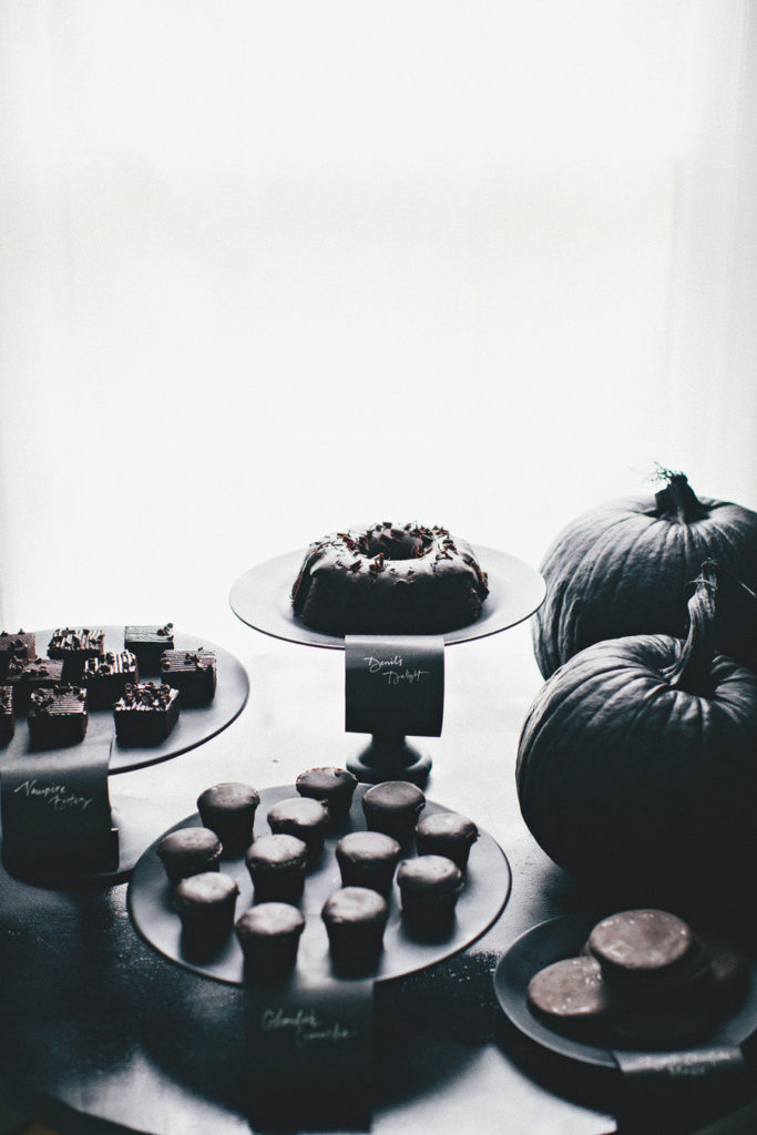 These dark, black desserts are so cool! Great for a halloween party, fall wedding, or just for fun!