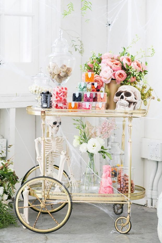 This is the cutest Halloween candy cart! I could see this for a candy bar at a Halloween or fall wedding.