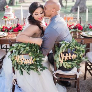 We're loving this gorgeous holiday styled wedding in Hawaii!