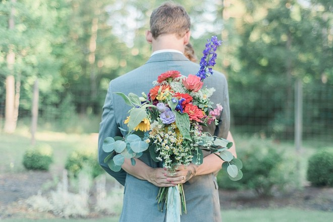 This gorgeous wildflower bouquet is SO stunning and fun!