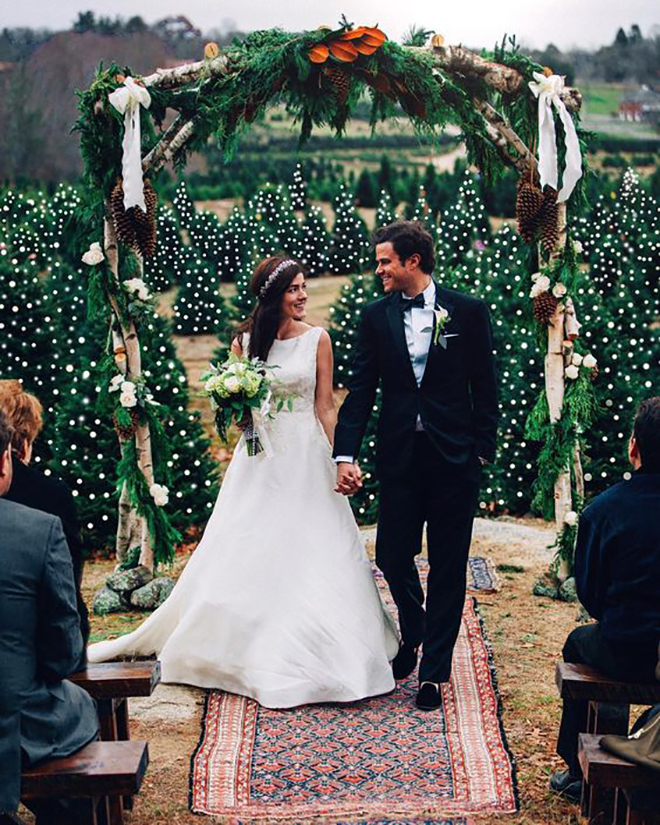 Winter Wedding Altar Ideas: 15 Festive Ideas To Add A Touch Of Christmas To Your Wedding