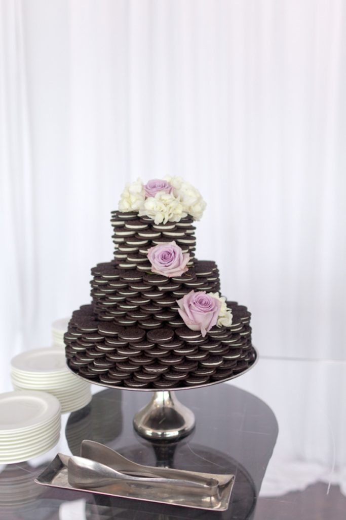 OMG this Oreo wedding cake is such a cool idea! This would be perfect for a bridal shower or a non-traditional wedding.