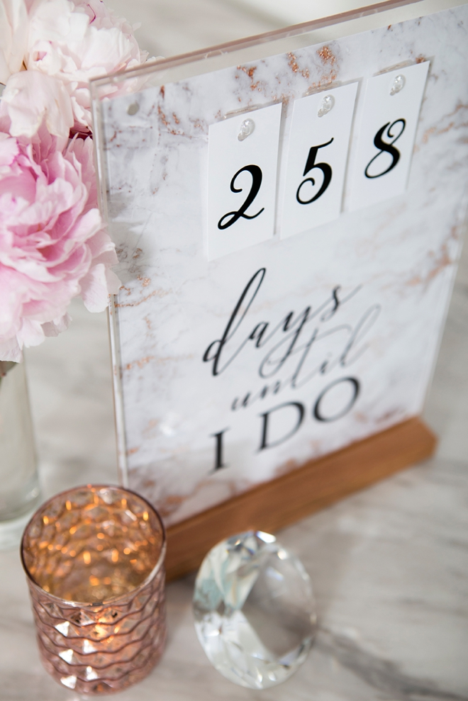 This DIY wedding countdown sign has free printable files!