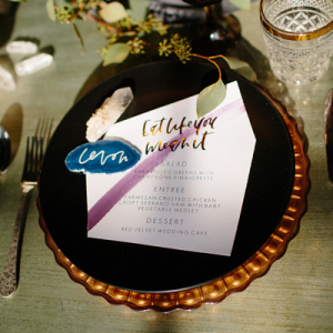 How stunning is this gorgeous geode styled wedding?! LOVE!