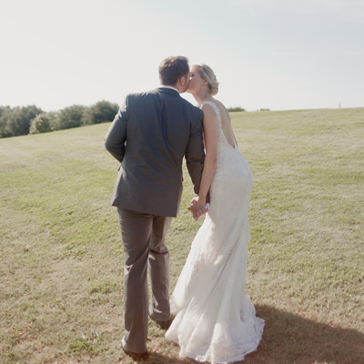 We're loving this super darling and elegant classic Texas wedding!