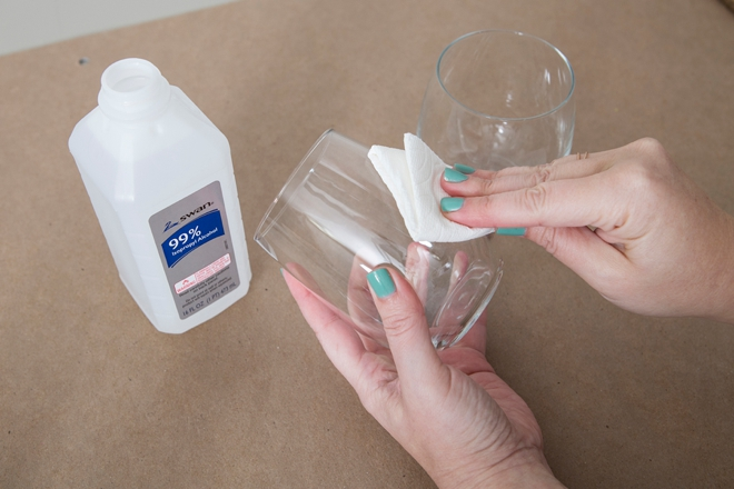 Wow, these marble wine glasses are DIY and crazy easy!