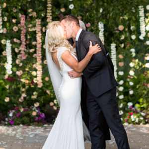How gorgeous is this Spring wedding?! We're dying over every detail!
