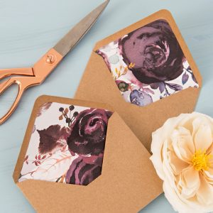 These free printable floral envelope liners are SO pretty!