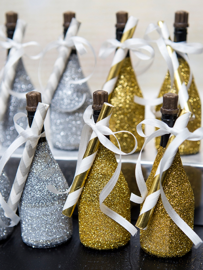 Embellish champagne bubble bottles with glitter, yaaass!