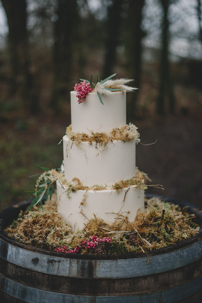 Incorporate pampas grass into your cake for a darling detail.