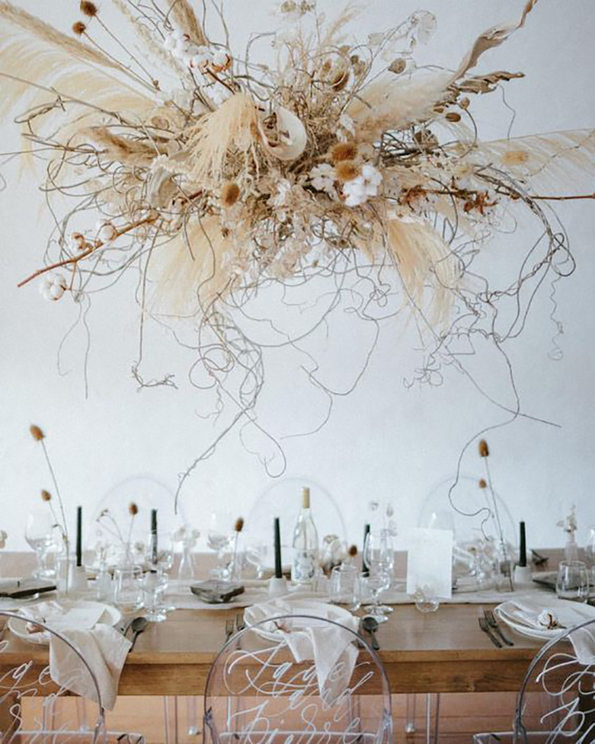 Hanging floral installations for the win, we LOVE this pampas grass version.