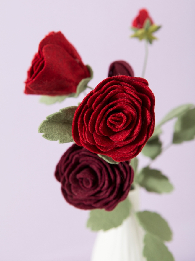 How to make your own felt roses, so pretty!