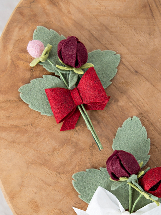 Make your own alternative wedding bouquet entirely of felt flowers!