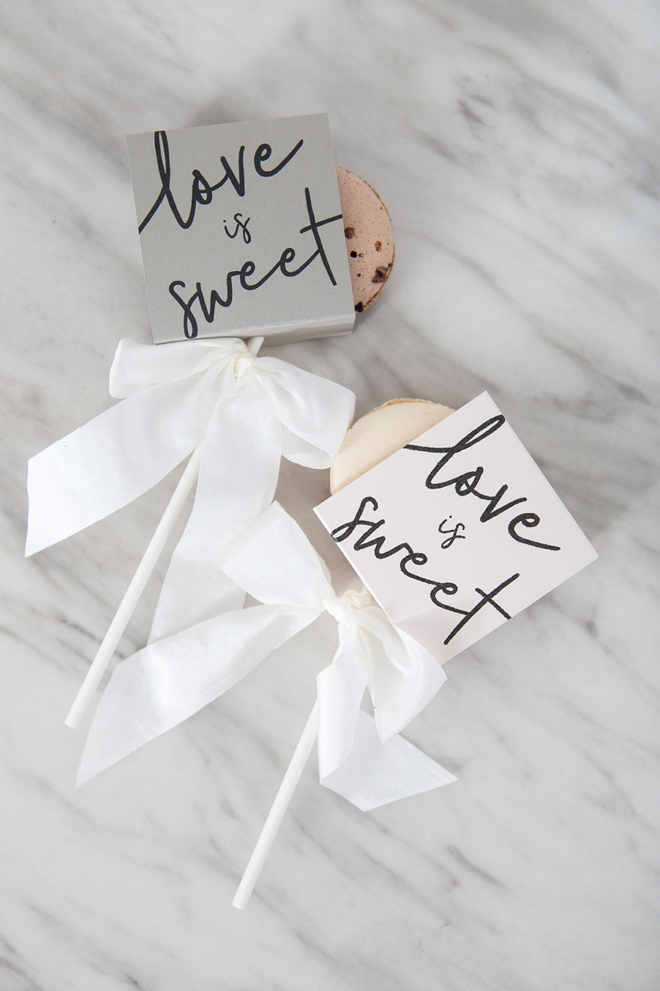 These DIY macaron wedding favors are the cutest!