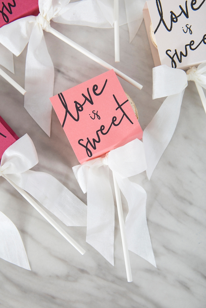 Make these free printable boxes for your macaron favors