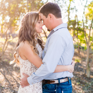 This sunset Texas engagement session is SO full of gorgeous snaps from this darling Mr. and Mrs! Don't miss it!