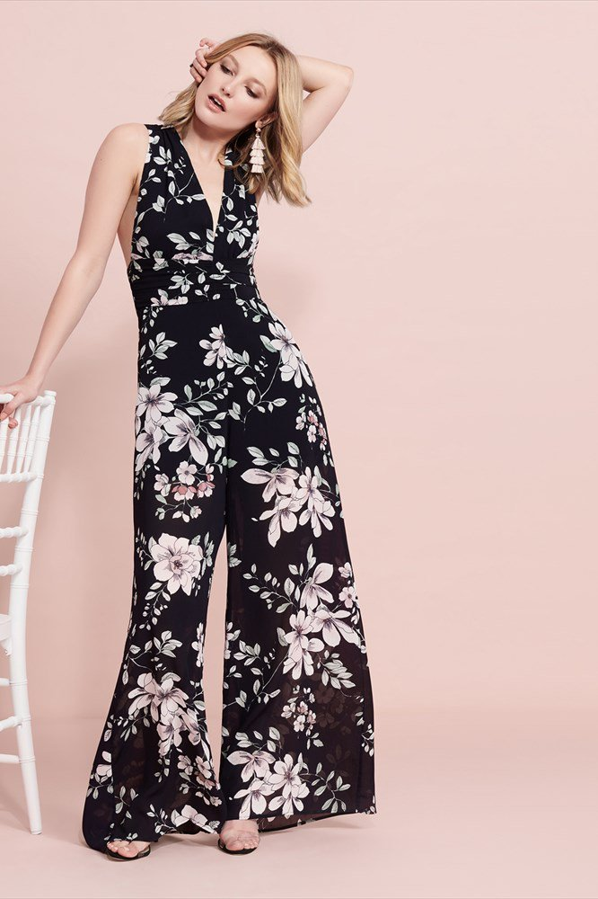 This floral jumpsuit is what happens when comfort meets chic. I would so wear this to a wedding or for a night out!