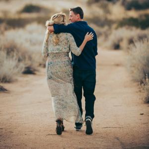 LOVING this adorable California boho desert engagement session on the blog now!