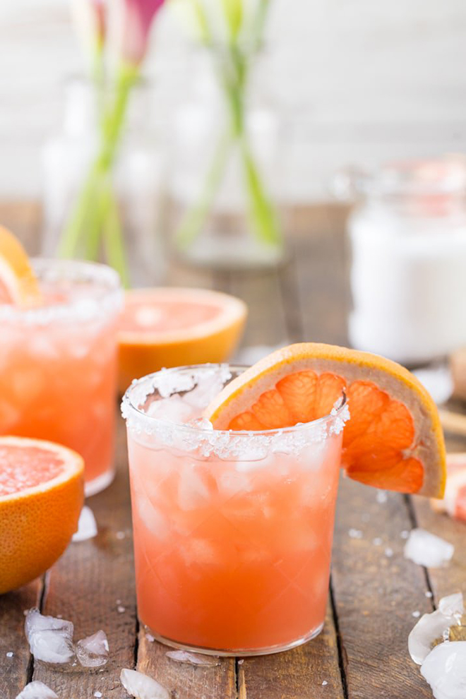 A Salty Dog is an amazing idea for a signature cocktail!