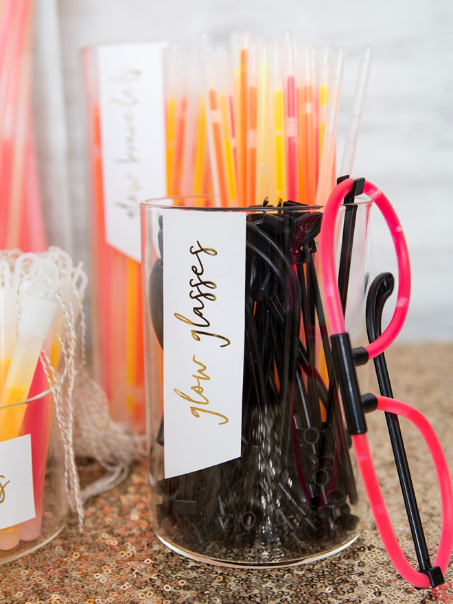 Check out this DIY wedding glow stick bar, so cute!