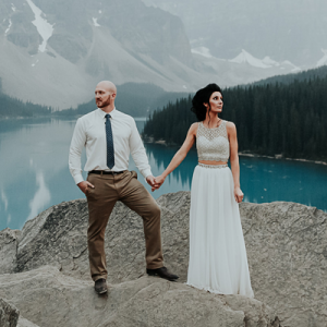 How dreamy is this Lake Moraine engagement shoot?! Swoon!