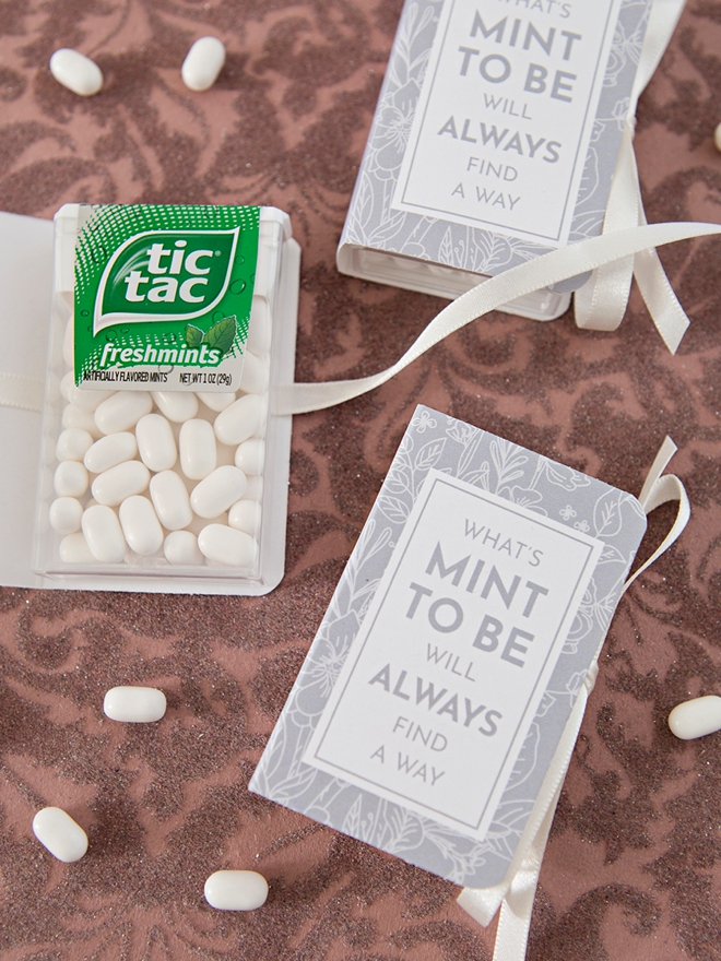 These DIY tic-tac book wedding favors are the cutest!