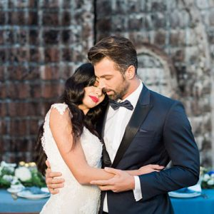 How stunning is this styled wedding in Greece?! SWOON!