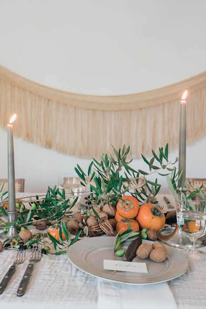 The chicest minimal fall table.