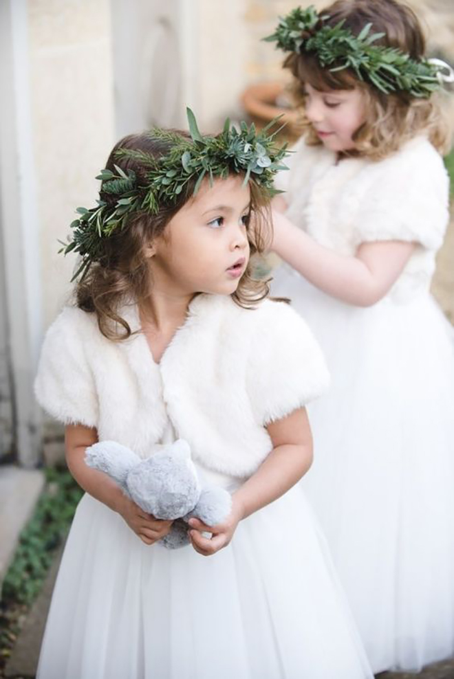 Must have winter wedding photos, festive flower girls.