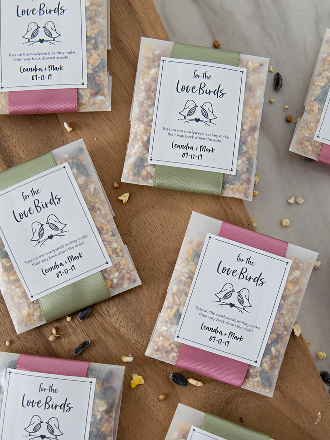 These DIY birdseed toss favors are the absolute cutest!