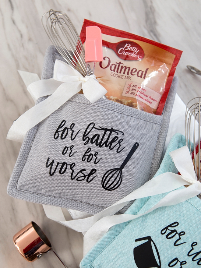 These DIY Cake Mix Pot Holder Gifts are adorable, perfect for a bridal shower!