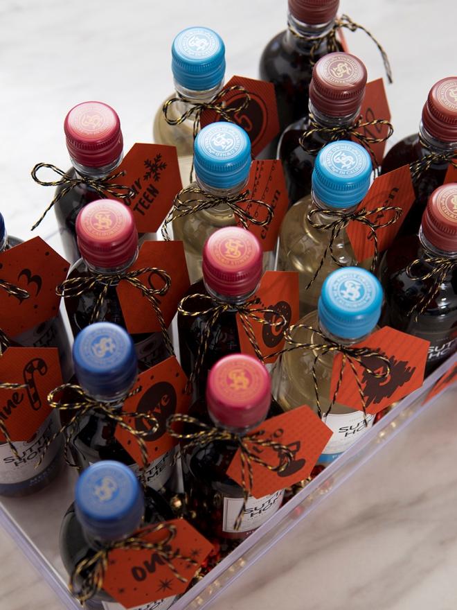 OMG, this is a DIY mini wine advent calendar for the holidays!