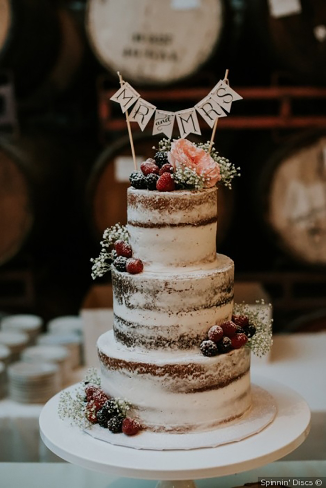 Snowy looking cake, a must have winter wedding photo.