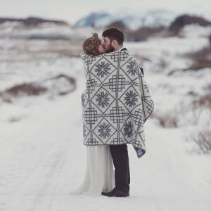 Click for your must have winter wedding photo list.