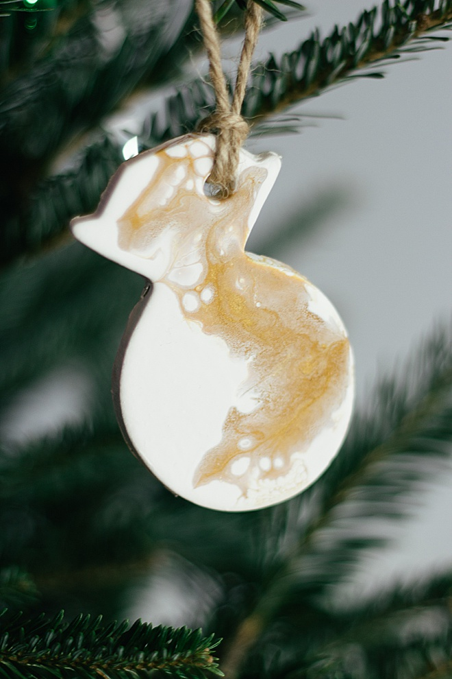 These DIY clay newlywed ornaments are the cutest!