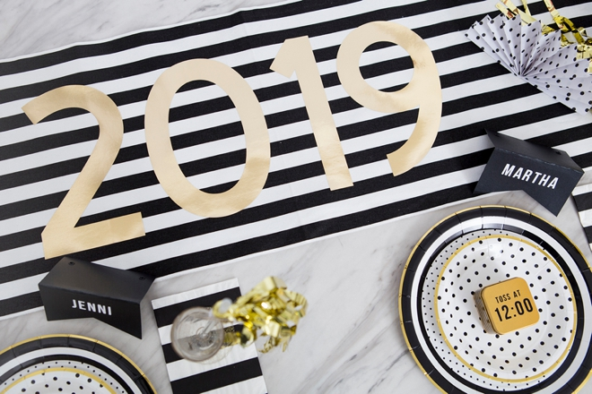 Easy DIY New Years Eve tablescape with Martha Stewart and Cricut!